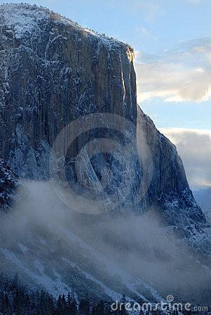 Free El Capitan Illuminated By Rising Sun On A Misty Morning Royalty Free Stock Image - 2074346
