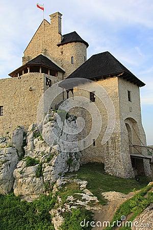 El castillo de Bobolice arruina Polonia.