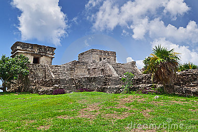 El Castillo pyramid in Tulum