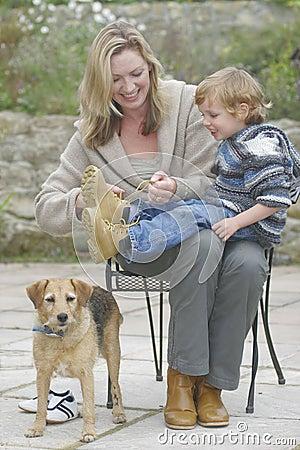 El conseguir listo para recorrer el perro