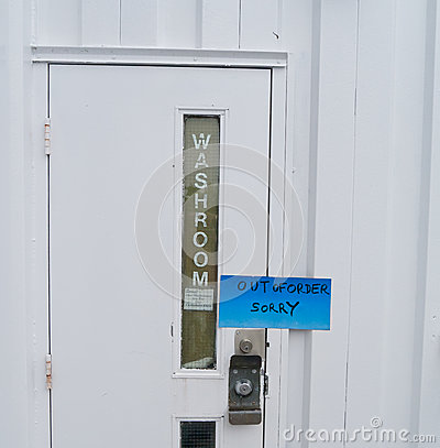 El cuarto de ba o est fuera de servicio fotograf a de for Bano fuera de servicio