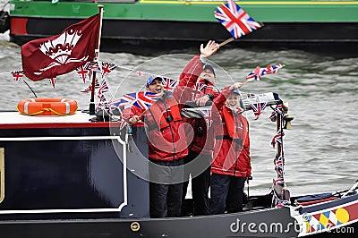 El desfile del jubileo de diamante de Thames Imagen de archivo editorial