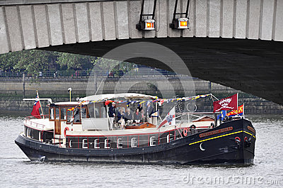 El desfile del jubileo de diamante de Thames Foto editorial