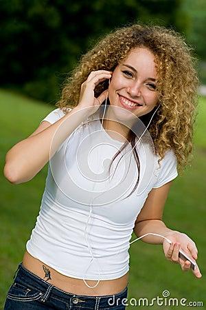 El escuchar la música afuera