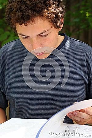 El estudiar del muchacho