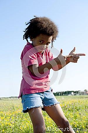 El gesticular del niño pequeño