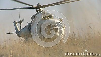 El helicóptero aterriza almacen de metraje de vídeo