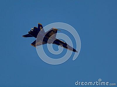 El jet de los ángeles azules vuela arriba Imagen editorial