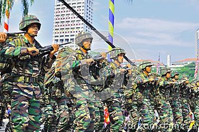 El marchar del ejército Foto de archivo editorial