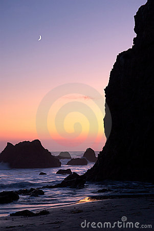 Free El Matador Beach At Sunset With Moon Royalty Free Stock Image - 11130266