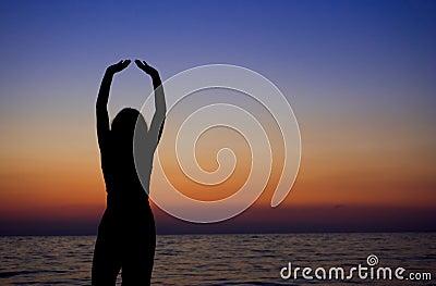 El meditating femenino