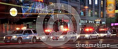 El pelotón de la policía ajusta ocasionalmente Imagen de archivo editorial