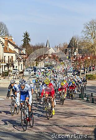 El peloton París Niza 2013 en Nemours Imagen editorial