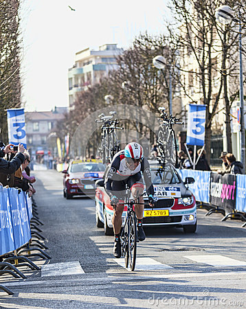 El prólogo 2013 de Irizar Markel- París del ciclista Niza en Houilles Fotografía editorial
