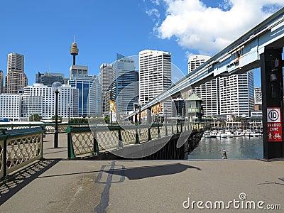 El puente de oscilación se abre, Sydney Fotografía editorial
