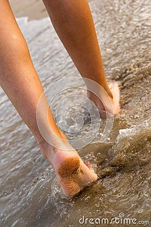 El recorrer en la playa