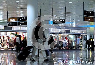 El recorrer en un aeropuerto