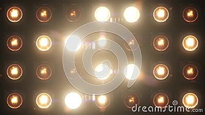 El resplandor del lazo de las luces que destellan VJ pare la etapa