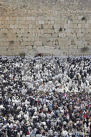 El rezo cerca de la pared occidental en Jerusalén Foto de archivo editorial