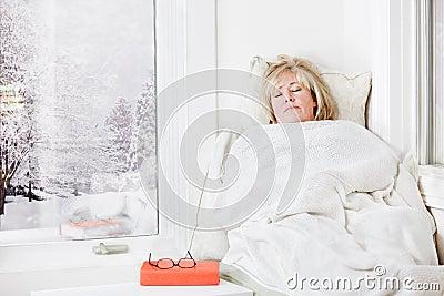 El Snuggling bajo una manta