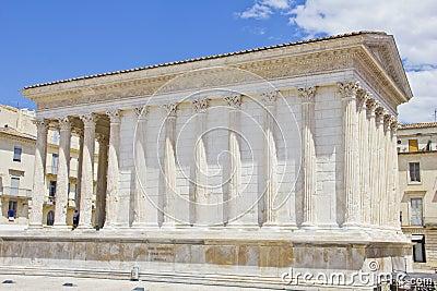 El templo romano maison carree en nimes imagenes de for Ma maison nimes