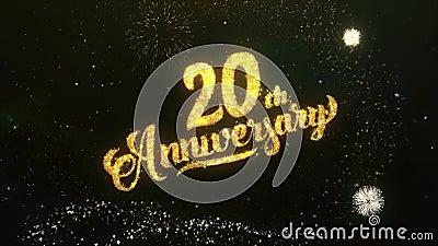 el vigésimo saludo del texto del aniversario desea el fuego artificial del cielo nocturno de las partículas de las bengalas almacen de video