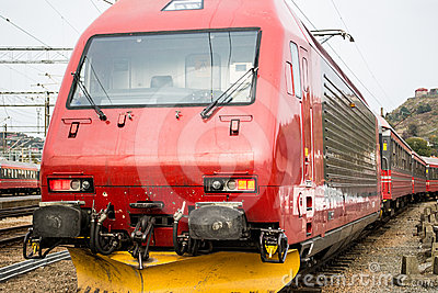 EL18 Locomotive at station