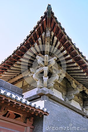 Elaborate eave of Chinese old temple