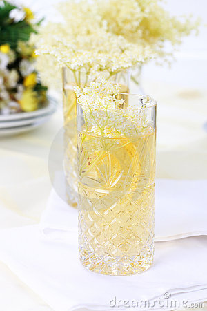Elder flower lemonade