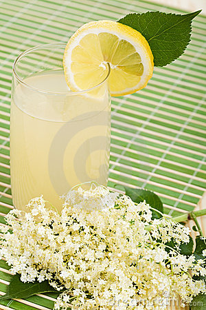 Elderberry flower flavored summer refreshment