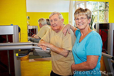 Elderly couple in gym