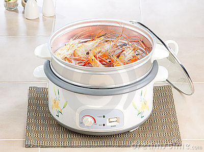 Electric steaming pot