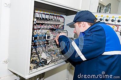 Electrician at voltage adjusting