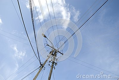 Electricity pylon with wire crossing