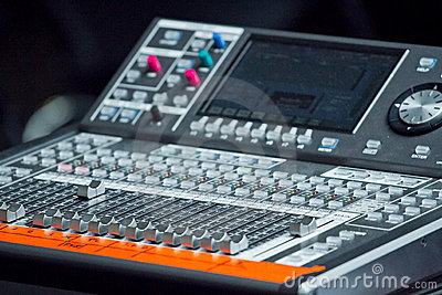 Electronic mixing desk