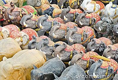 Elefantes para a adoração.