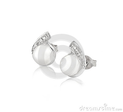 Elegance pearl and diamond earrings