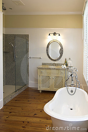 Elegant bathroom with clawfoot tub