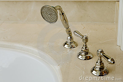 Elegant bathtub faucet