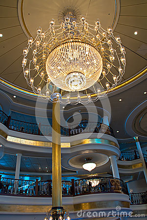 Free Elegant Crystal Chandelier Royalty Free Stock Photography - 27355787