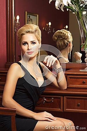 Free Elegant Fashionable Woman With Diamond Jewelry. Stock Photo - 27972950