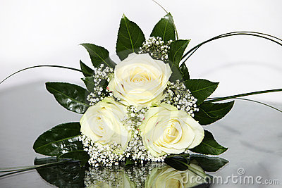 Elegant flowers with yellow roses
