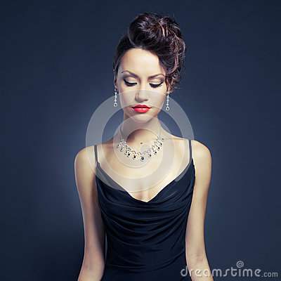 Free Elegant Lady In Evening Dress Royalty Free Stock Photos - 28698348