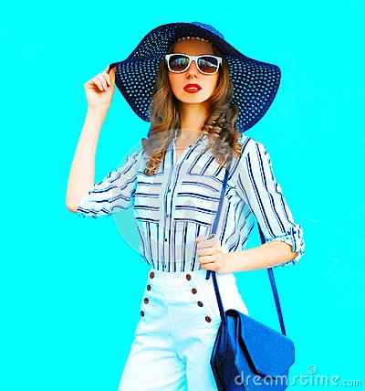 Free Elegant Pretty Young Woman Wearing A Straw Hat, White Pants Royalty Free Stock Photography - 117726257