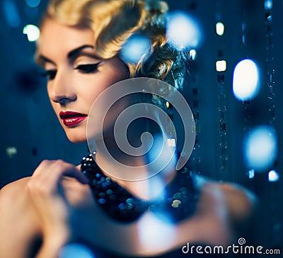 Free Elegant Retro Woman Royalty Free Stock Photos - 32422128