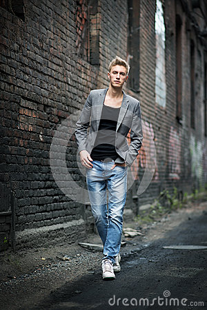 Free Elegant Young Fashionable Attractive Man Outdoor Royalty Free Stock Images - 41601279