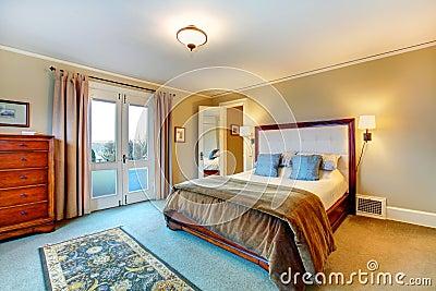 Elegante Warme Farben Versorgten Schlafzimmer Lizenzfreie ...