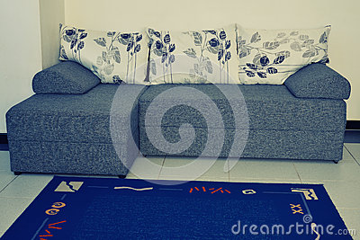 elegantes sofa mit blumenmuster stockfoto bild 52508824. Black Bedroom Furniture Sets. Home Design Ideas