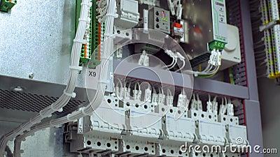 Elektrische controlebordbijlage voor macht en distributieelektriciteit Ononderbroken, elektrovoltage 4K stock video