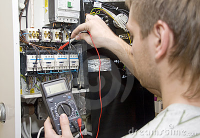 Elektryk praca